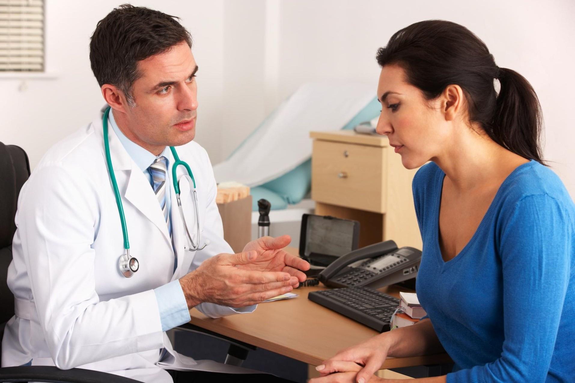 Изображение - Могут ли открыть официальный больничный задним числом http-www-shutterstock-com-pic-98521175-stock-photo-american-doctor-talking-to-woman-in-surgery_8551-x6y4xx1920yy1280